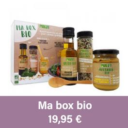 Une box de produits bio, contenant huile d'olive, mélange de graines, moutarde saveur citron, accompagnée d'une cuillère en bambou.