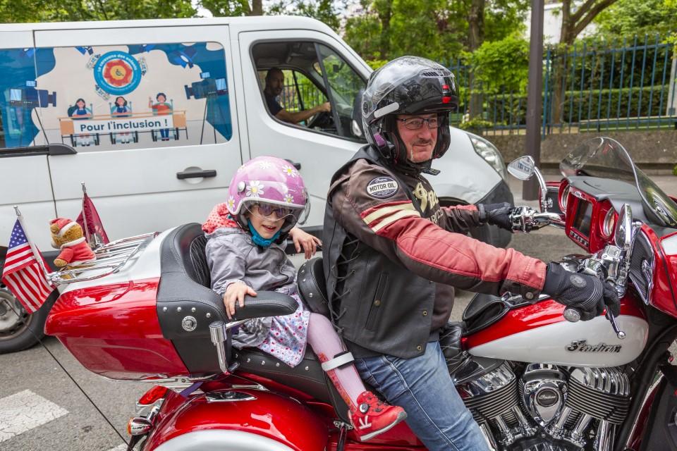 image d'un baptême en Harley Davidson dans le cadre de la caravane des enfants APF France handicap