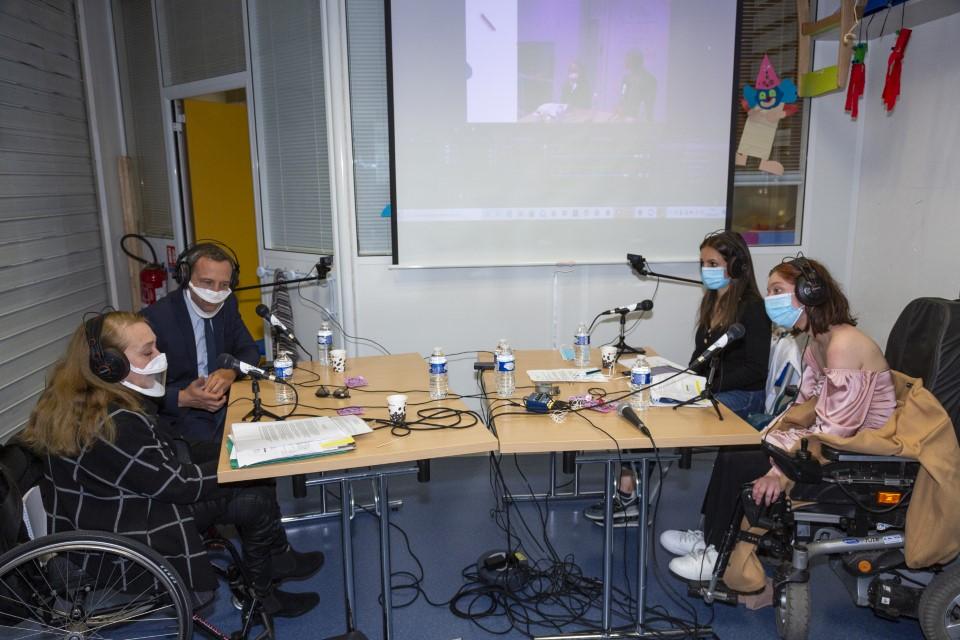 image du plateau TV de la caravane des enfants APF France handicap