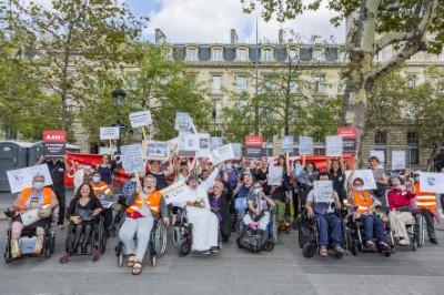 Manifestation à Paris pour la déconjugalisation de l'AAH