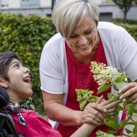 Visuel pour L'APF soutient la proposition de loi pour la reconnaissance sociale des aidants