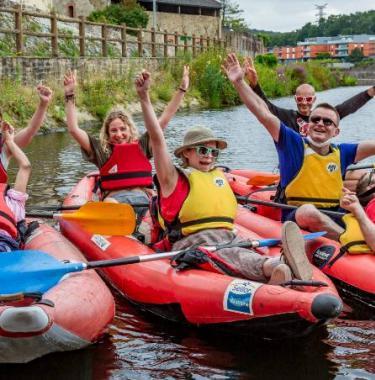 groupe vacanciers et bénévoles en activité kayak