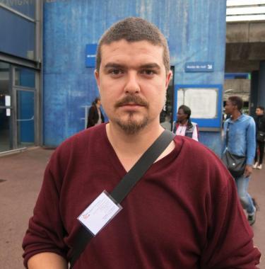 Portrait de Damien, militant APF France handicap.